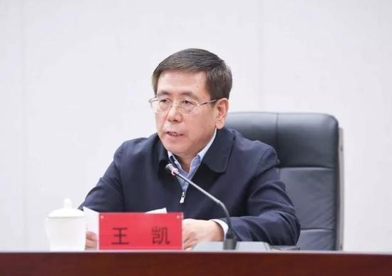 长春市长刘忻主持会议。
