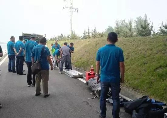 ▲空姐遇害最新进展:救援队员开始搜索打捞嫌犯。图片来源:新京报