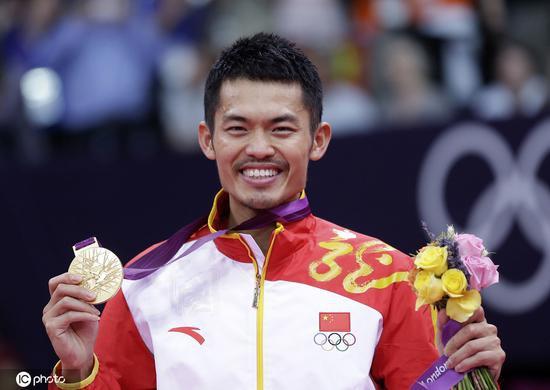 资料图:本地时候2012年8月5日,英国伦敦,2012伦敦奥运会羽毛球男单决赛,林丹以 2-1 再次克服李宗伟,乐成卫冕。
