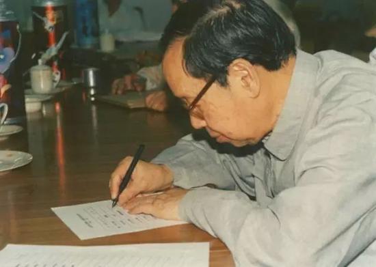 赵忠尧在北京正负电子对撞机、北京谱仪鉴定书上签字