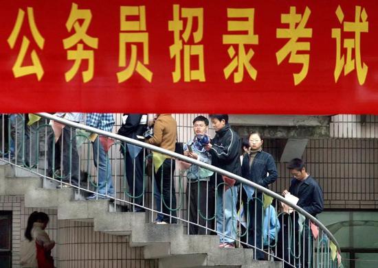 中国竞彩足球投注比例,卡上78000余元被莫名转走,法院终审:银行全赔!