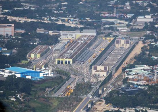 高铁列车均停泊于石岗列车停放处。(图片来源:香港东网)