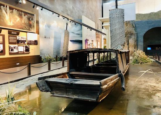 △渡江战役纪念馆内的渡船