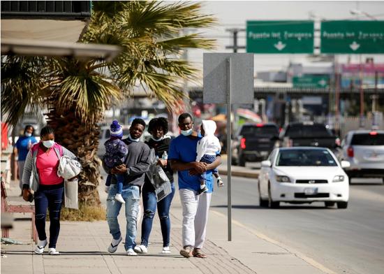 美国驱逐数十名寻求庇护者 或违背美墨遣返协定