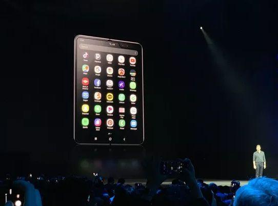 手机屏可以折叠了 全球手机市场是否被折叠?