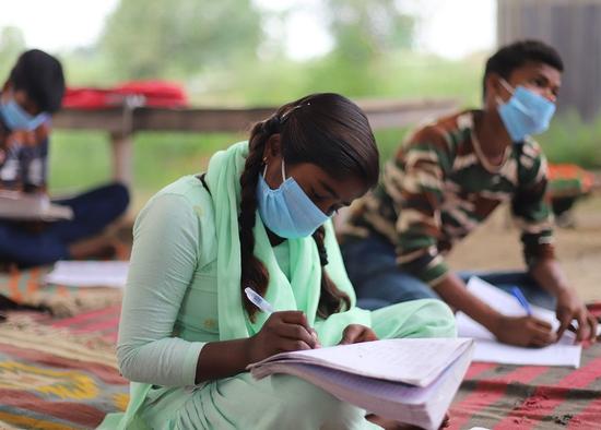印度第二波疫情来势汹汹 55天内577名儿童成为孤儿