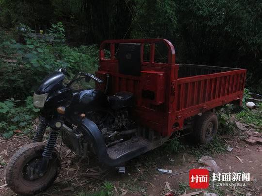 在犯罪嫌疑人家中搜出的一辆三轮车已被犯罪嫌疑人重新喷漆。