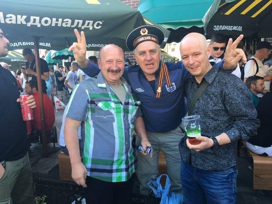 俄羅斯和英格蘭球迷在一起