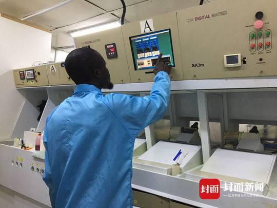 尼日利亚工厂在生产光碟