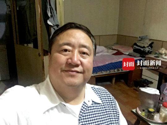 """""""笑脸哥""""在哈尔滨家中近照"""