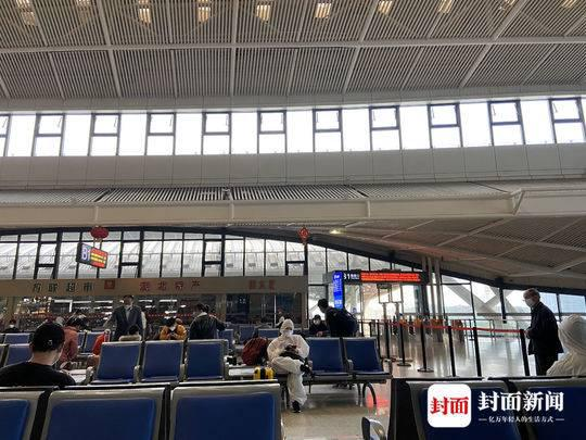 武汉火车站候车大厅 图片泉源:受访者提供