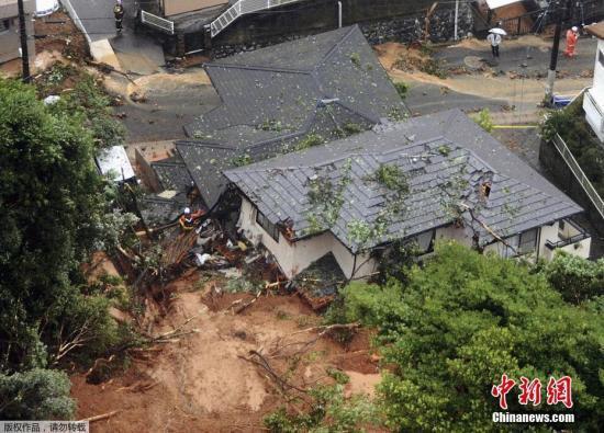 暴雨致当地发生山体滑坡,房屋被毁。