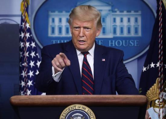 特朗普在4日的记者会上