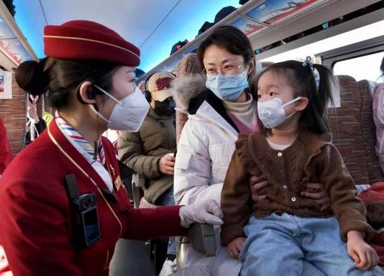 北京:各火车站努力确保旅客排队安检时间不超过5分钟图片