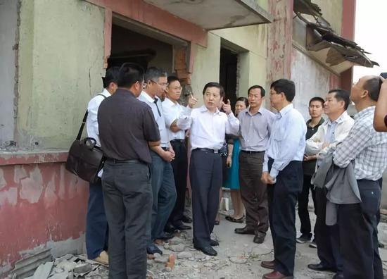 △2010年5月,时任嘉兴市委书记陈德荣专题调研工业遗产保护工作