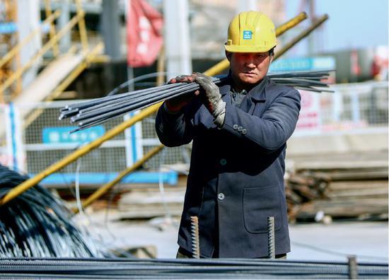 北都城市副中心工地现场的工人。图/瞅觉华夏