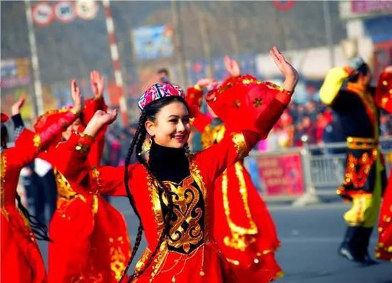 侠客岛:西方国家不断丑化新疆?中国的答复很有潜力