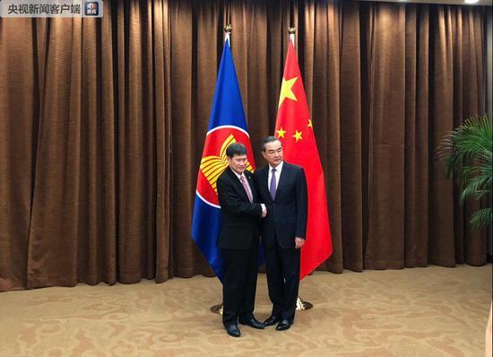 王毅表示,朝美领导人能举行平等对话,正是中方一直期盼和努力的目标。