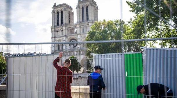 视频:巴黎圣母院附近居民血铅超标 开启十天铅污染清理