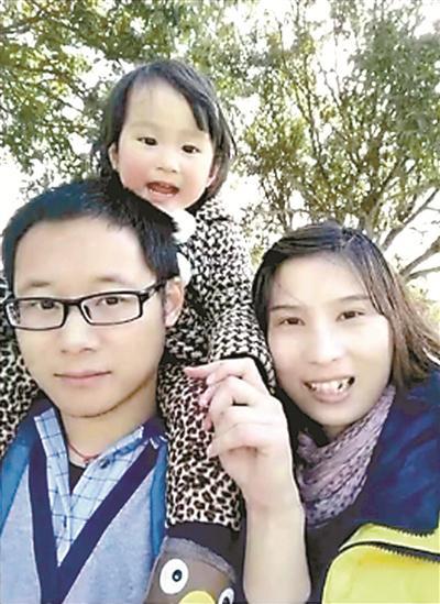 李夏生前和家人在一起。(视频截图)