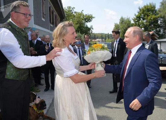 普京在婚礼现场