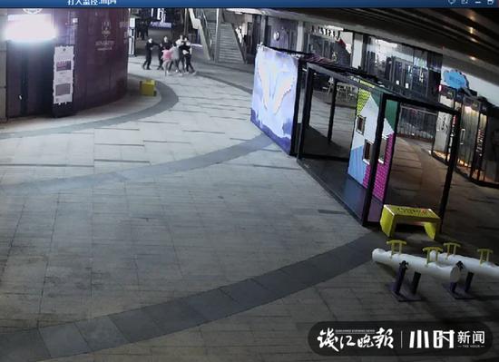 那个app可以赌钱 - 香港三个家族的爱国情怀:观礼台上忆今昔