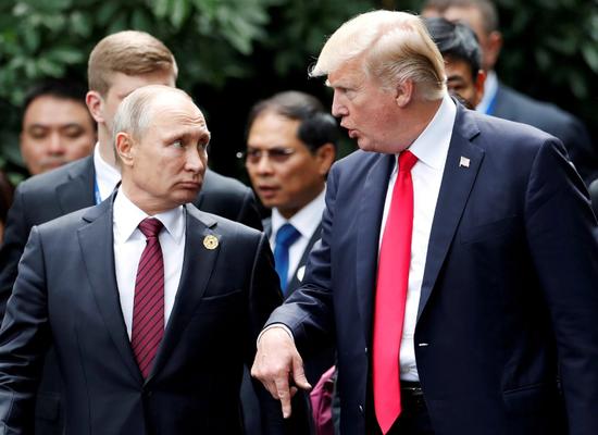 图为特朗普和普京去年在越南会晤。(路透社)