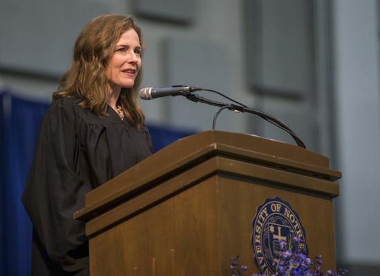 特朗普正式提名巴雷特担任美最高法院大法官