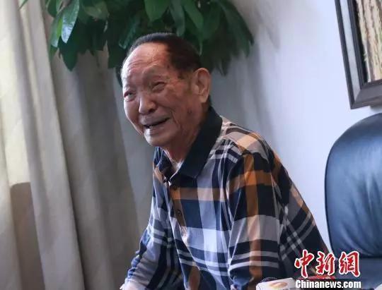 """""""90后""""袁隆平 生日快乐"""