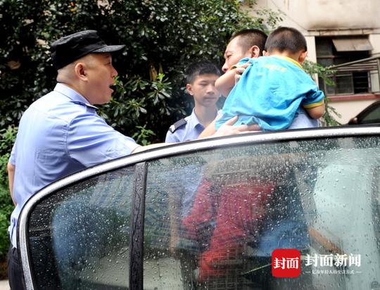 2015年7月3日,小伟走失后被民警送回。
