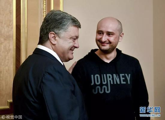 """乌克兰总统波罗申科会见""""死而复生""""的俄罗斯记者(图/视觉中国)"""