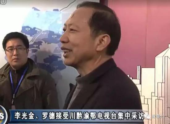 2011年3月,李光金、罗德共同接受电视台采访。上图为李光金