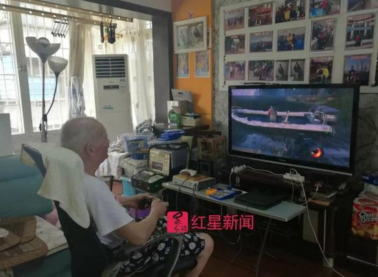 ▲杨炳林沉浸在他的游戏世界