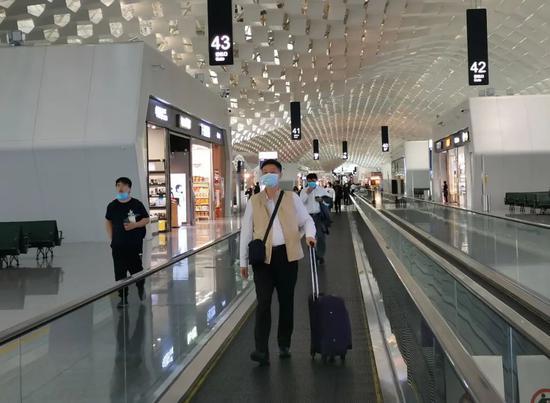 深圳加大核酸检测,宝安机场餐饮暂停、航班运行总体正常图片