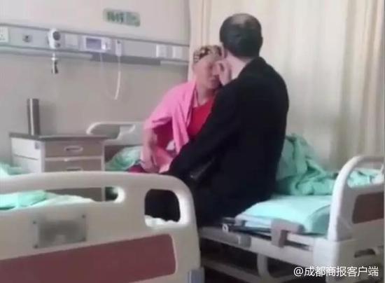 爱情最美的模样:妻子化疗头发眉毛掉光 丈夫每日为她做这件小事