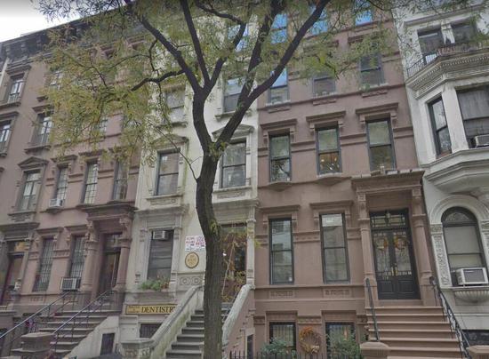 谷歌街景截图:公寓外景。