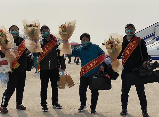 北京广电融媒体中心赴武汉前方记者回家图片