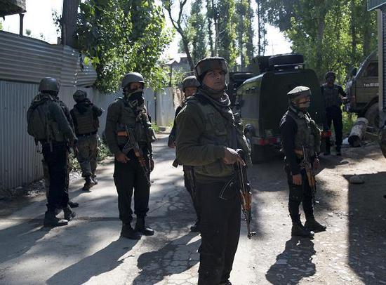 印度军队实弹训练中大炮突然爆炸 致士兵1死2伤
