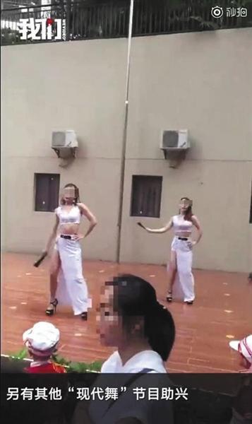 其他穿着暴露的舞蹈表演。新京报我们视频截图