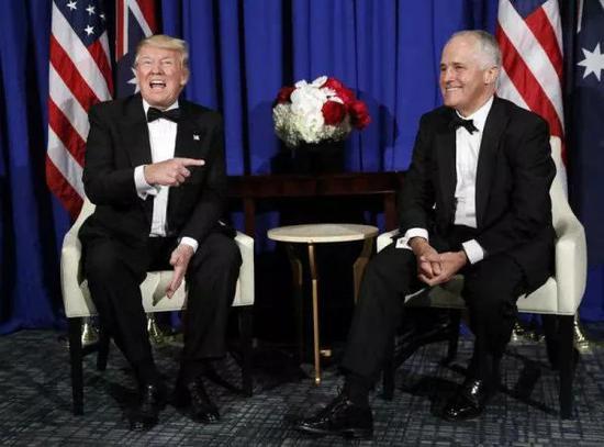 ▲特恩布尔(右)与特朗普