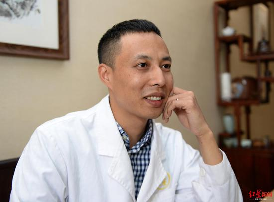 2020年4月17日,中医大夫陈伟军担当采访
