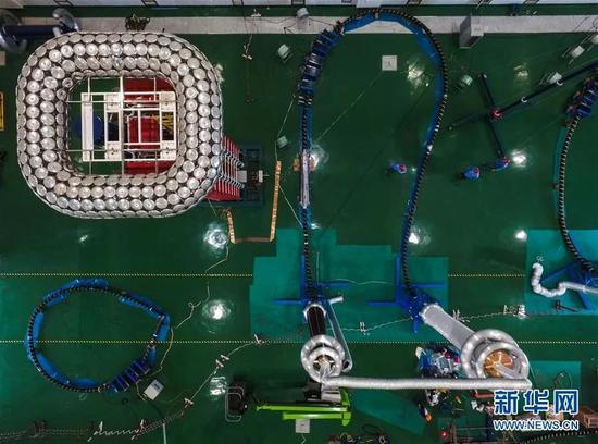 ▲資料圖:中國國產500千伏海纜在試驗階段。(新華社)