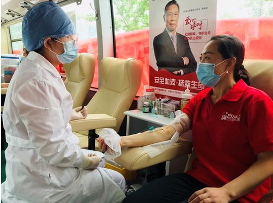 疫情期间街头献血人数下降70%!专家呼吁:请走上街头爱心献血图片