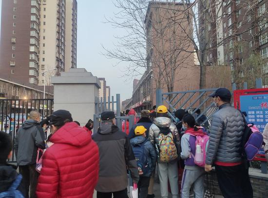 出行繞遠、擁堵嚴重……北京這些小區道路何時解封?圖片