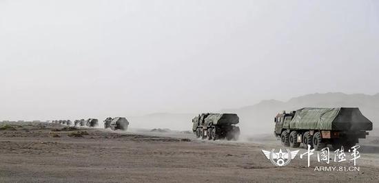 △火炮卸载后,迅速向集结地域机动。黄海摄