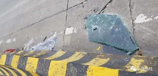 现场的车窗碎片