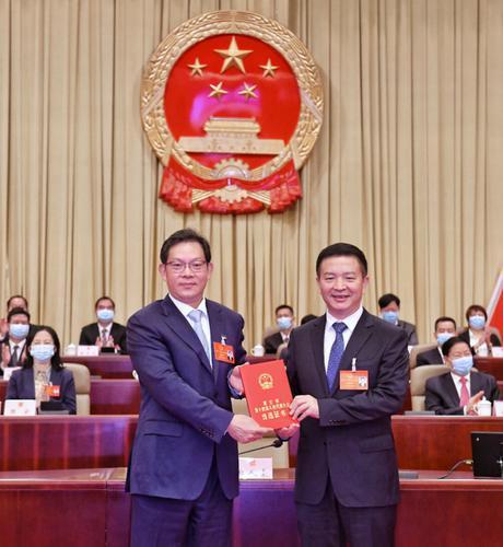 曾进泽当选湛江市人民政府市长图片