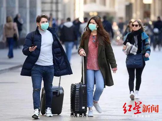 ▲世界卫生构造总做事谭德塞博士曾示意,病毒的致命水平不但取决于病毒自己,也取决于每一小我私家若何应对它。图为2月24日,在意大利米兰,人们戴着口罩出行。泉源:新华社