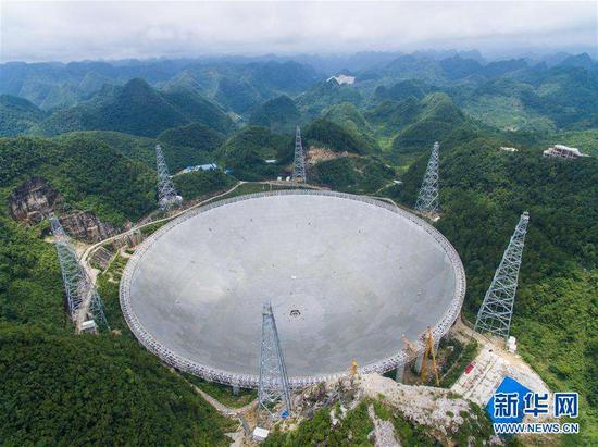 """图为""""天眼""""FAST(500米口径球面射电望远镜)"""