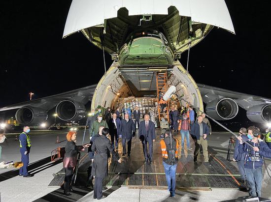 军机将中国物资运到摩尔多瓦 华春莹转发消息,还说了一段话图片